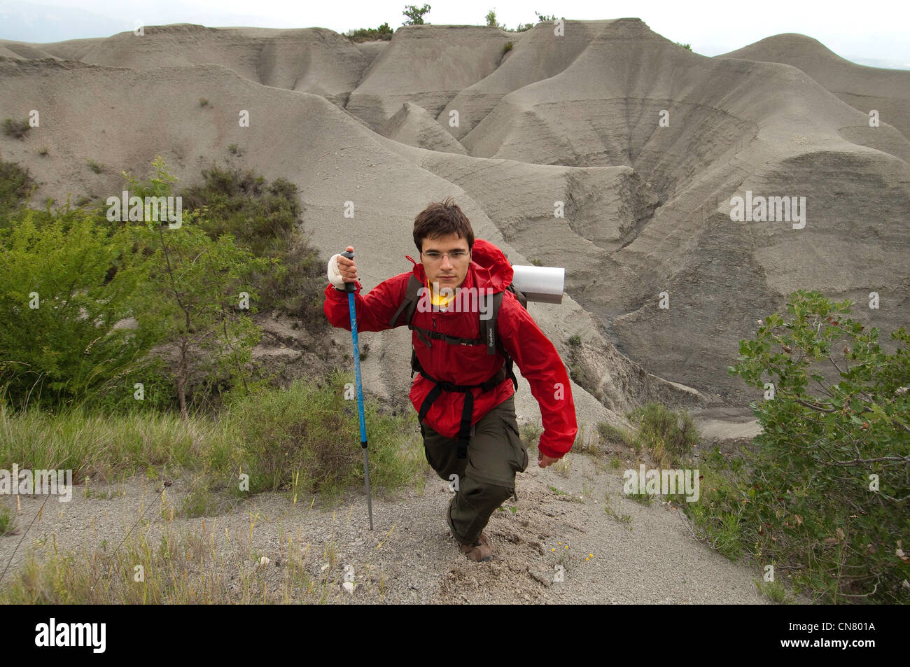 Spain, Aragon, Artieda, Adrian, Catalan pilgrim of Barcelona, crossing the Yesa badlands - Stock Image