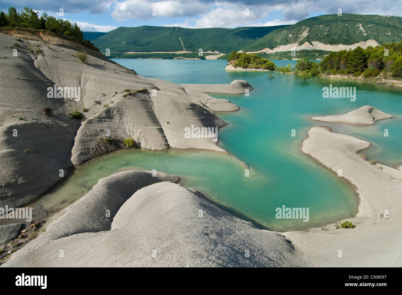 Spain, Aragon, Yesa, shores ans islands of dam lake of Yesa - Stock Image