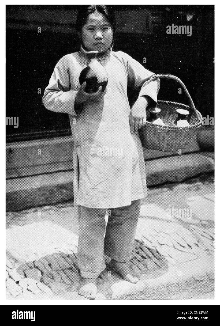 1917 Chinese Drug vendor - Stock Image
