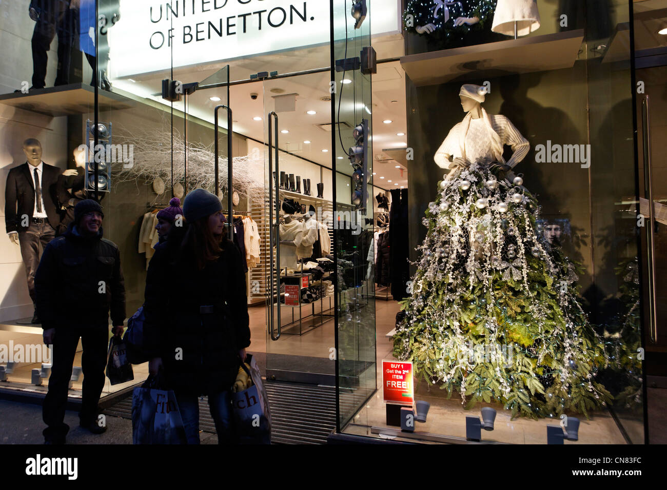 United States, New York City, Manhattan, Midtown, fifth Avenue, Christmas shop window - Stock Image