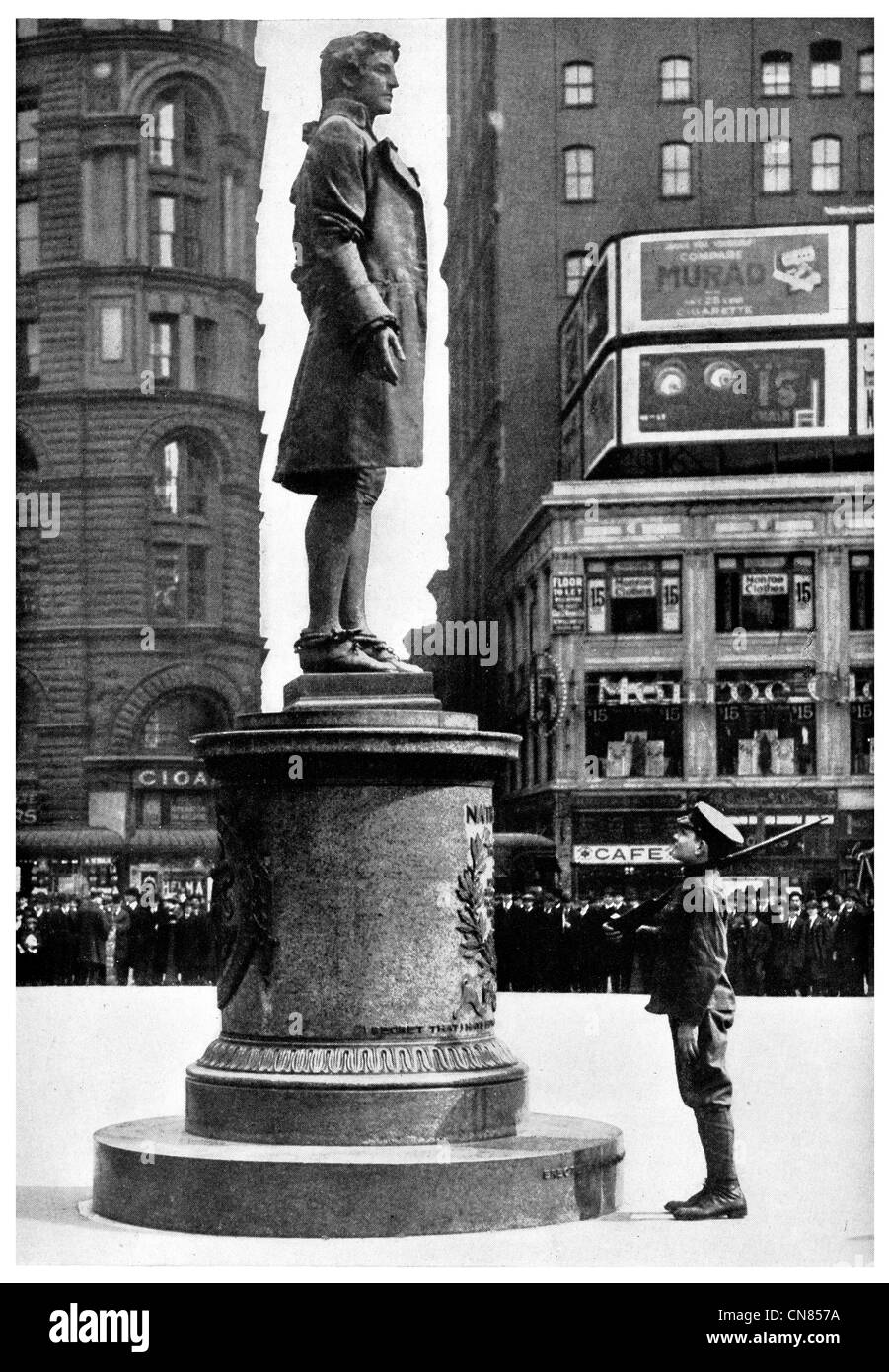 First published 1917 Statue Nathan Hale City Hall Square New York Patriot Hero - Stock Image