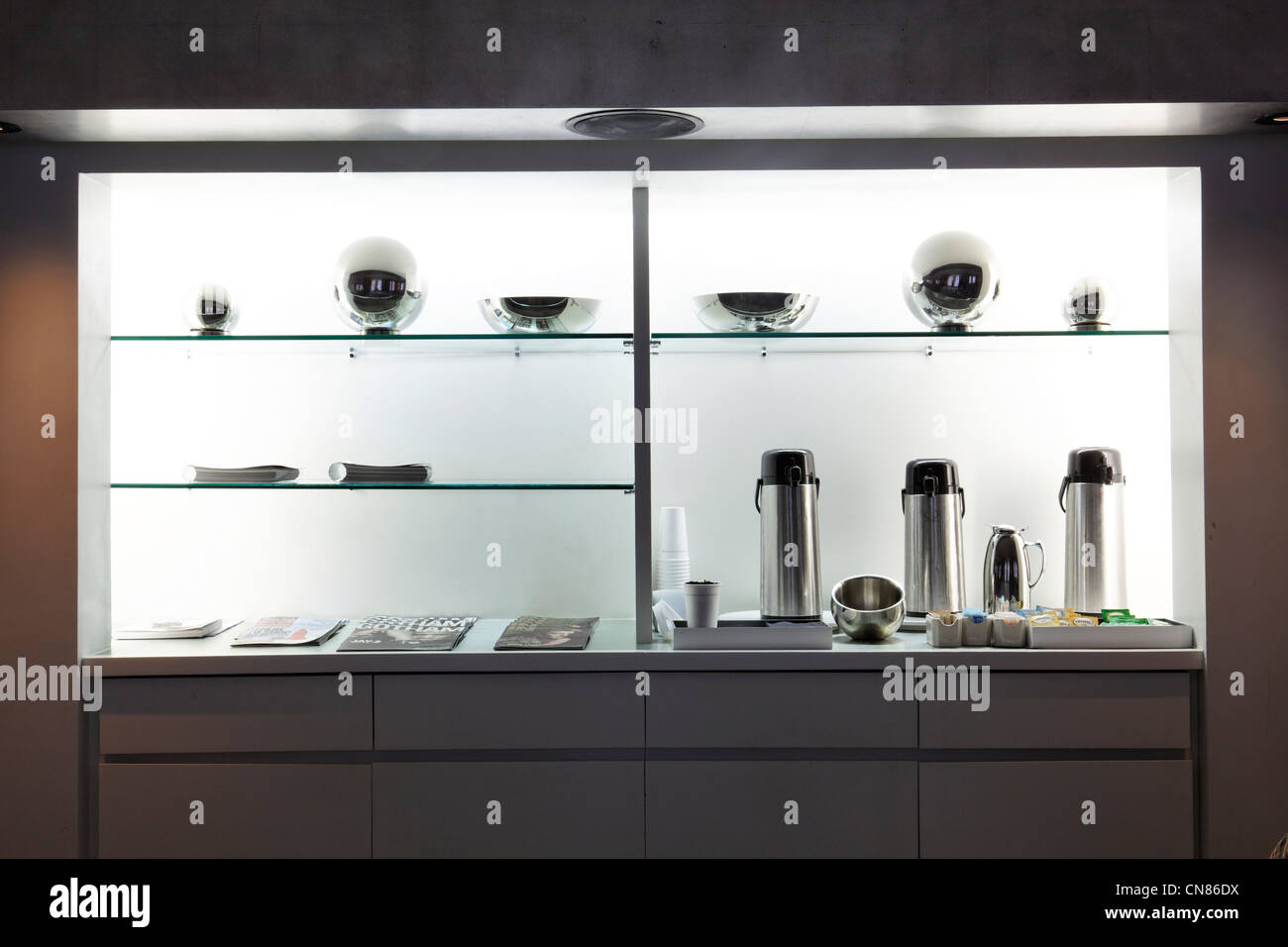 United States, New York City, Manhattan, Morgans Hotel, shelf in the business room, 237 Madison Avenue - Stock Image