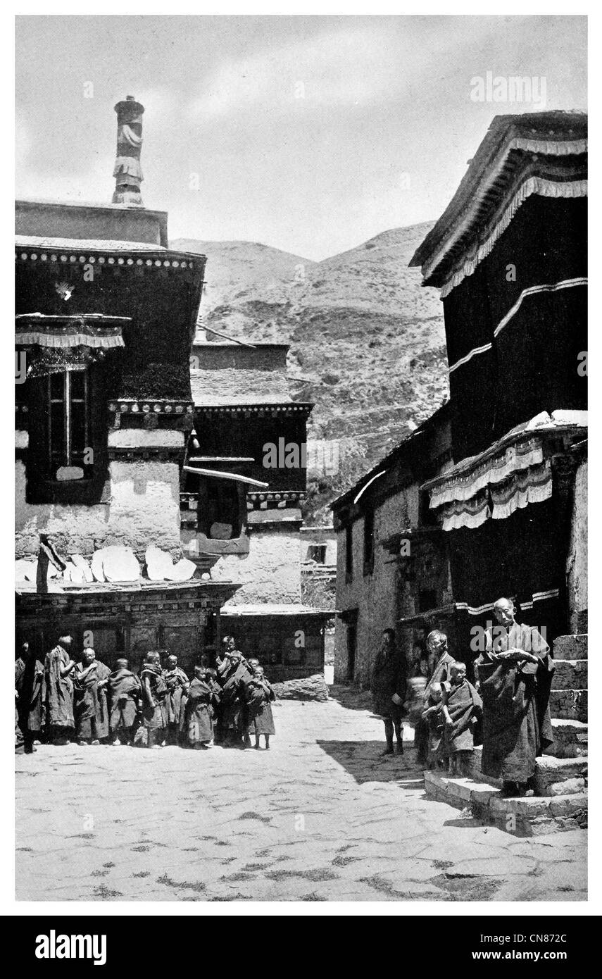 First published 1916 Lha Lung  Lhalung Monastery Lamas Tibet Tibetan - Stock Image
