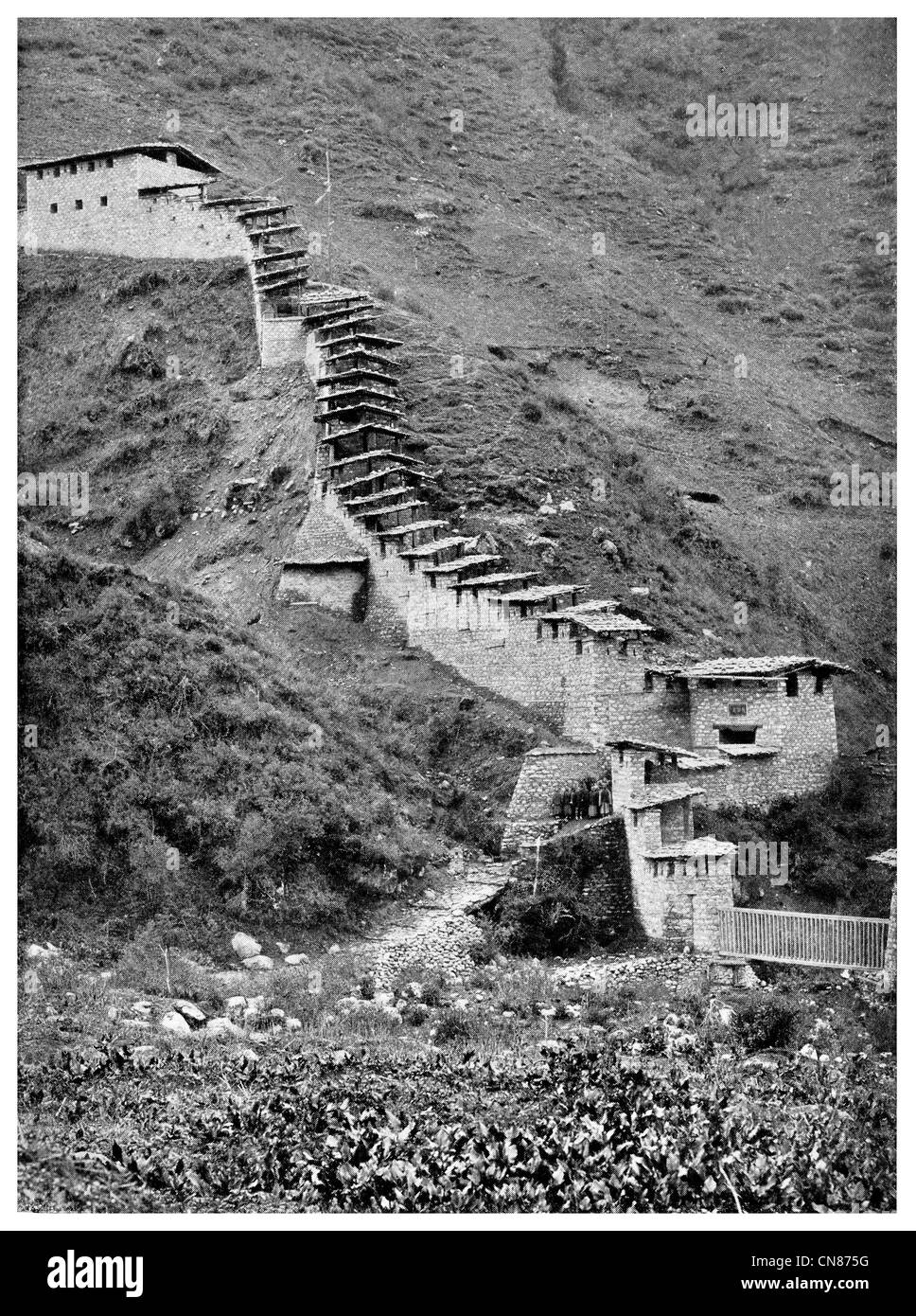 First published 1916 Wall fortification fort at Yatung In Tibet - Stock Image