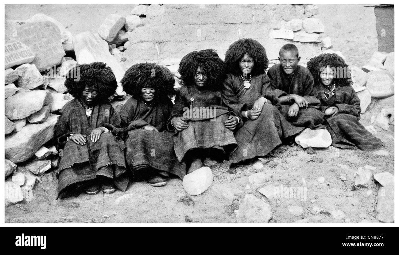 First published 1916 Ta Tshang Nuns Nun Nunnery tibet china - Stock Image