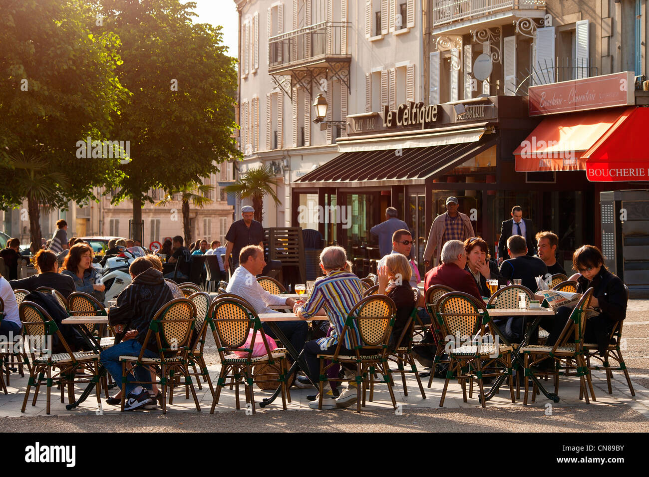 France, Yvelines, Rambouillet, terrace on public square in the donwtown - Stock Image
