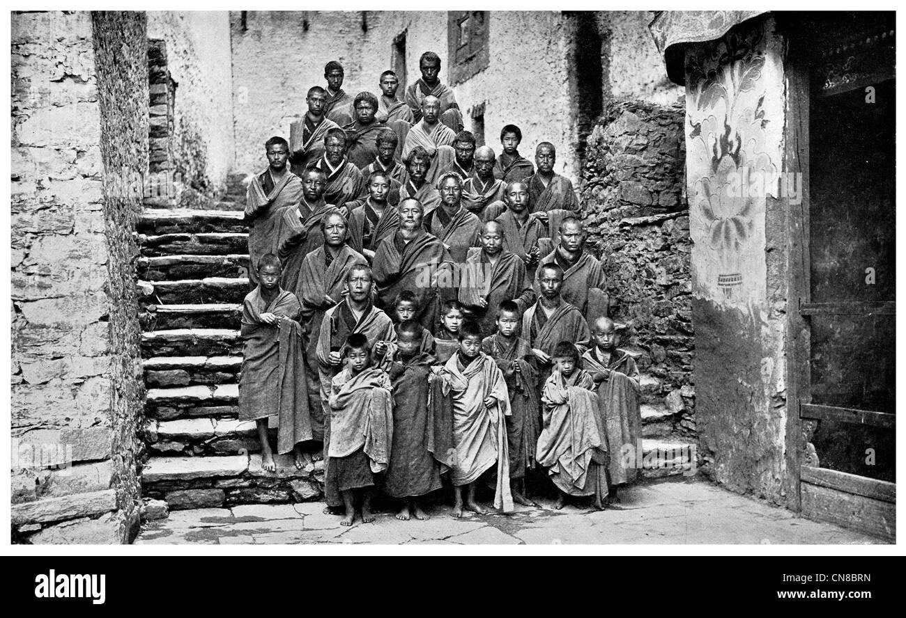First published 1914  Tongsa monastery Lamas Monks trongsa bhutan Buddhist lhama fortress - Stock Image