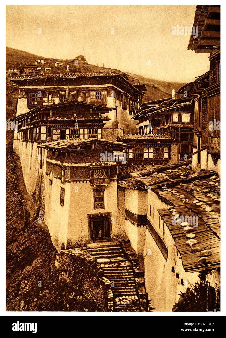 First published 1914 Bhutan King Residence Castle Tongsa Jong dzong trongsa Bhutanese asia - Stock Image