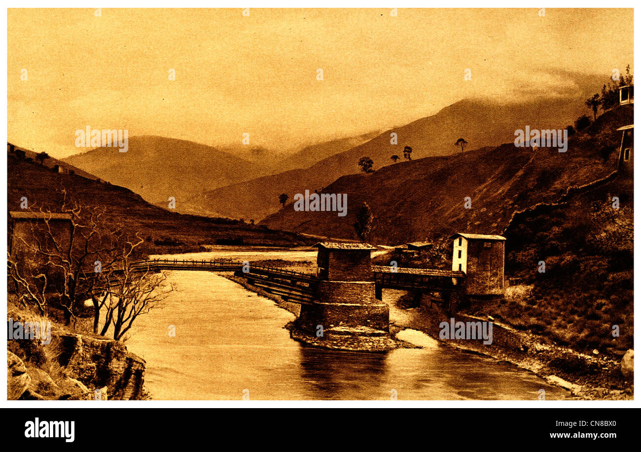 First published 1914 Angdu Pho Dong Bridge Bhutan stronghold river - Stock Image