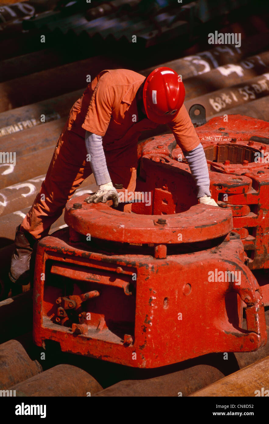 Roughneck action with drill pipe on the rig floor of an