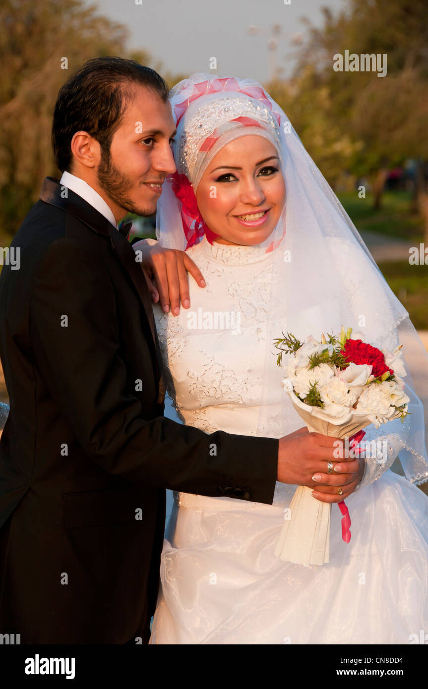 Bride and groom in the El Azhar park Cairo Egypt - Stock Image