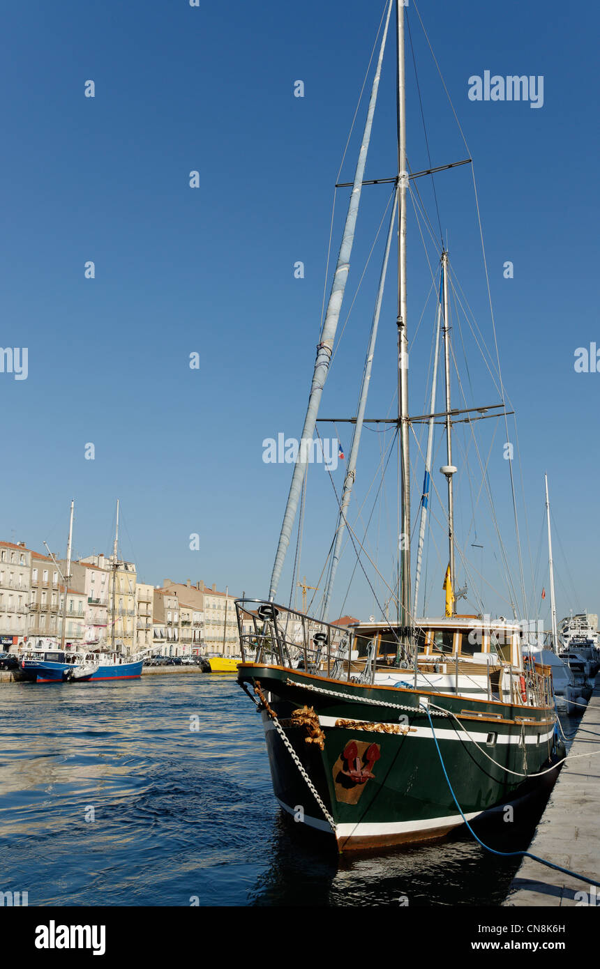 France, Herault, Sete, Side channel, Caicos deal with old ships along the wharf of the Republic - Stock Image