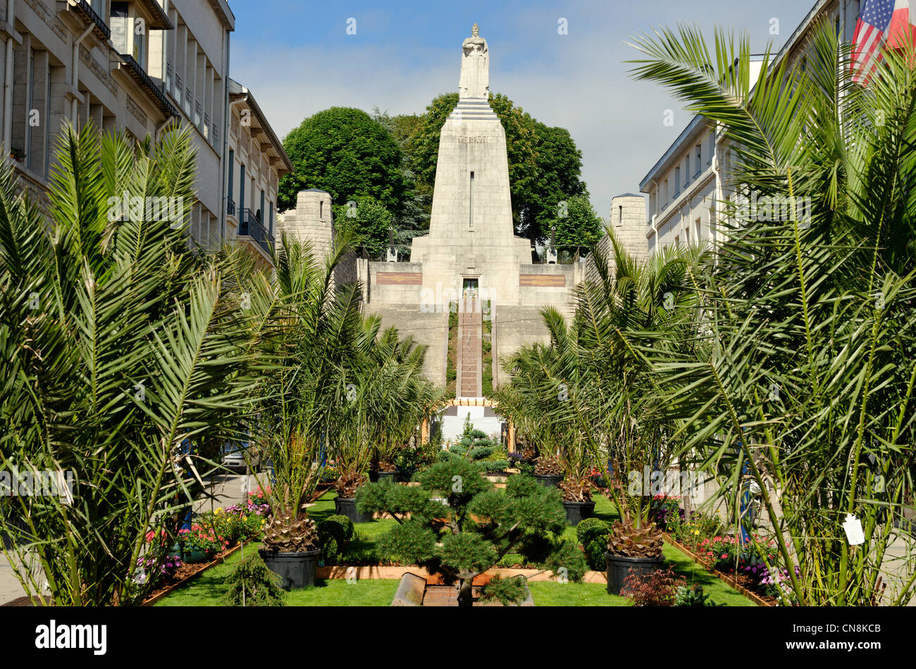France, Meuse, Verdun, downtown turned into a garden at the foot of the Monument of Victory on the occasion of the - Stock Image