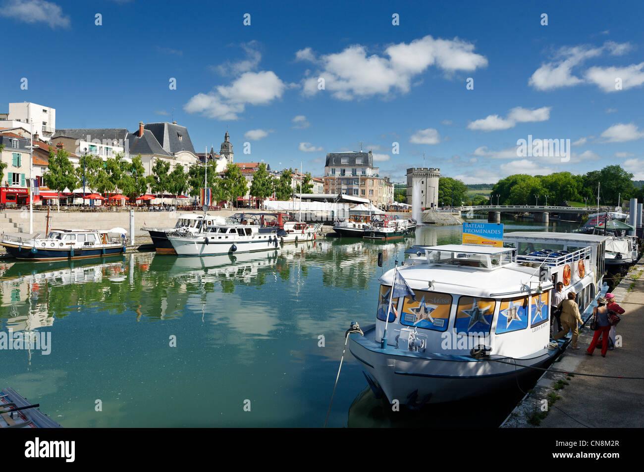 France, Meuse, Verdun, Quai de la Republique, tourist boats moored in front of Quai de Londres - Stock Image