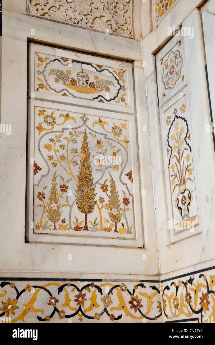 Agra, India. Pietra Dura, Interior of Itimad-ud-Dawlah, Mausoleum of Mirza Ghiyas Beg. Stock Photo