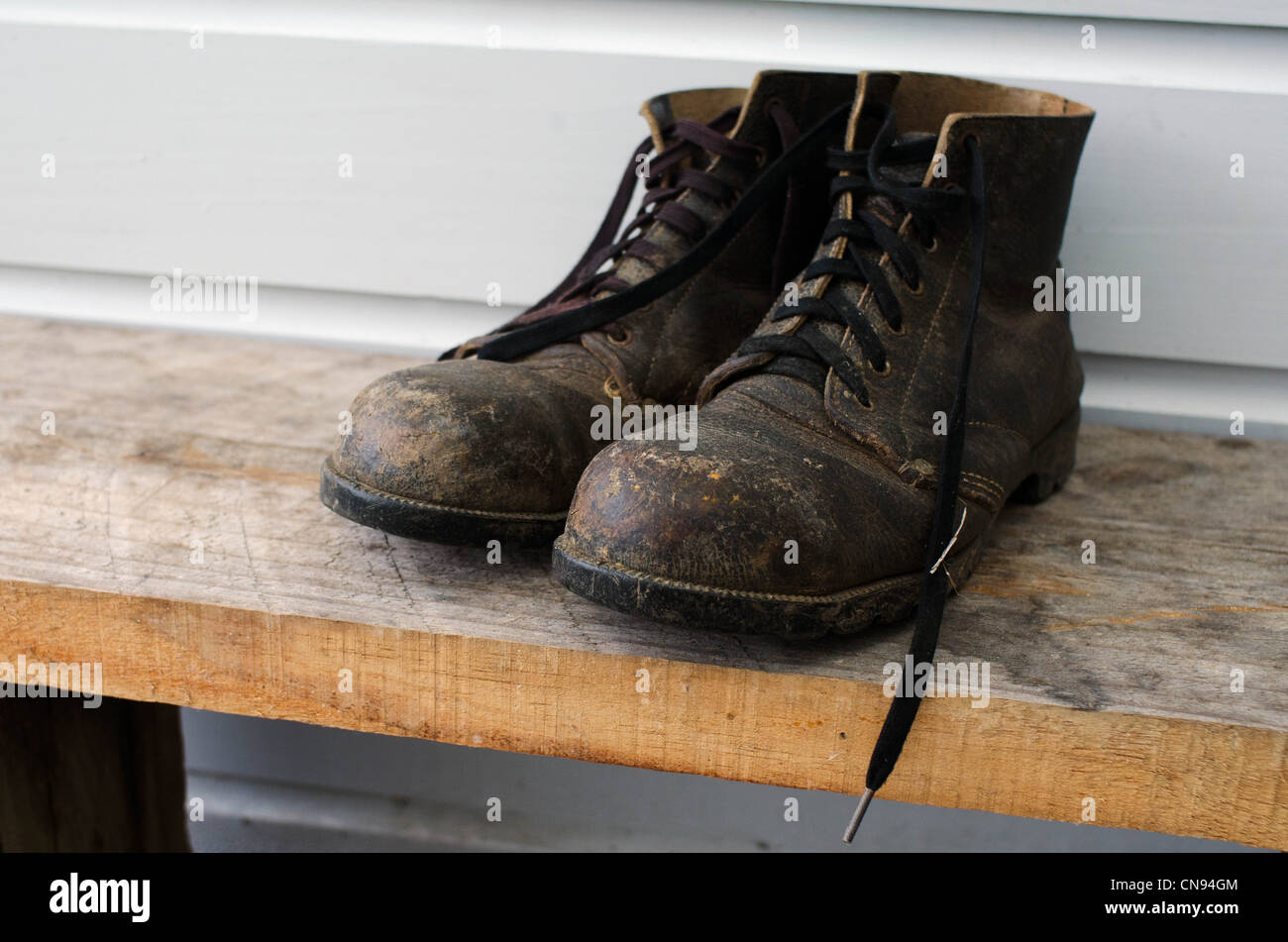 Dirty old working boots - Stock Image