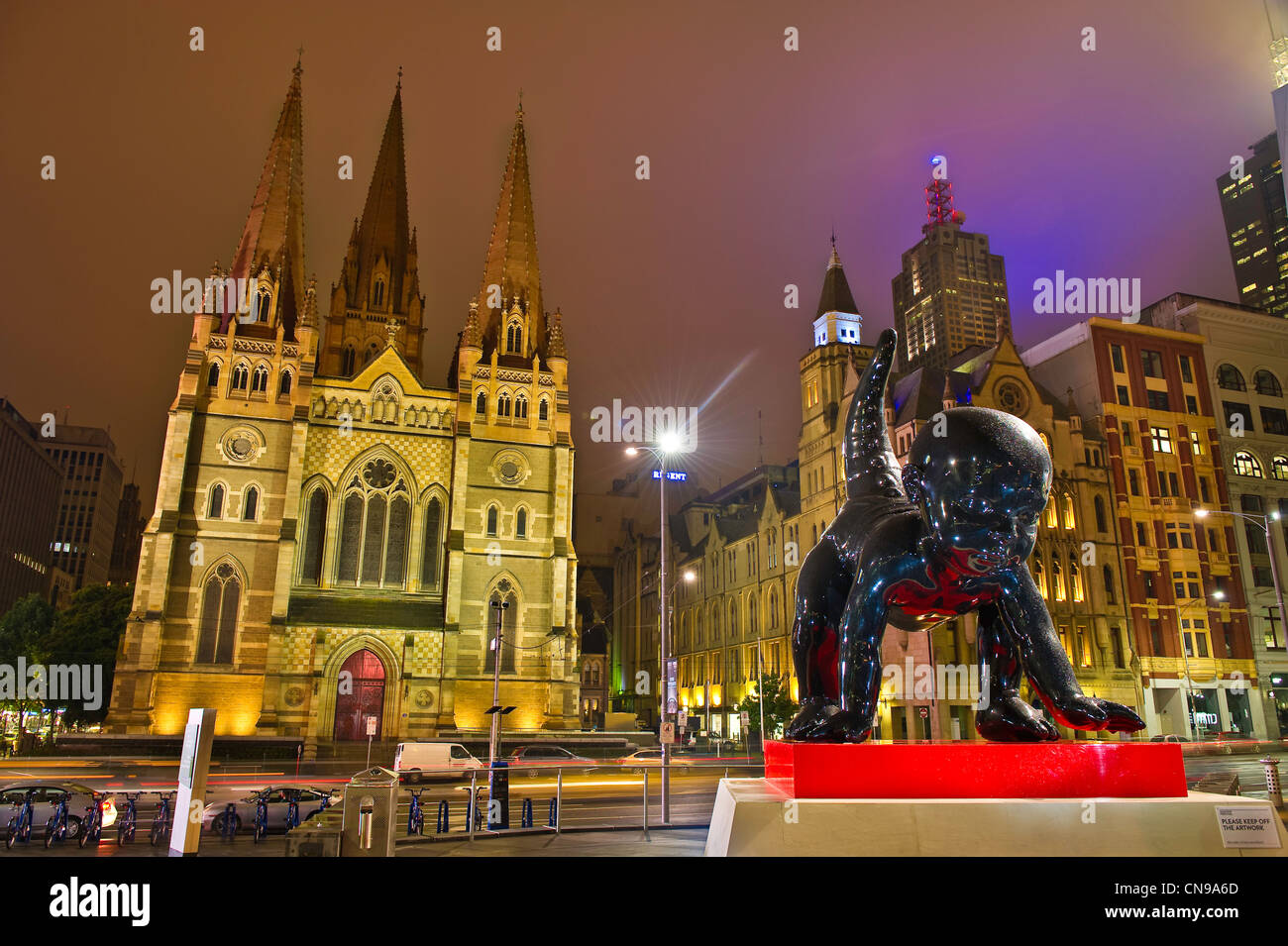 Australia, Victoria, Melbourne, Federation square, geant sculptur Angels-Demons by the Russian art collective AES+F - Stock Image