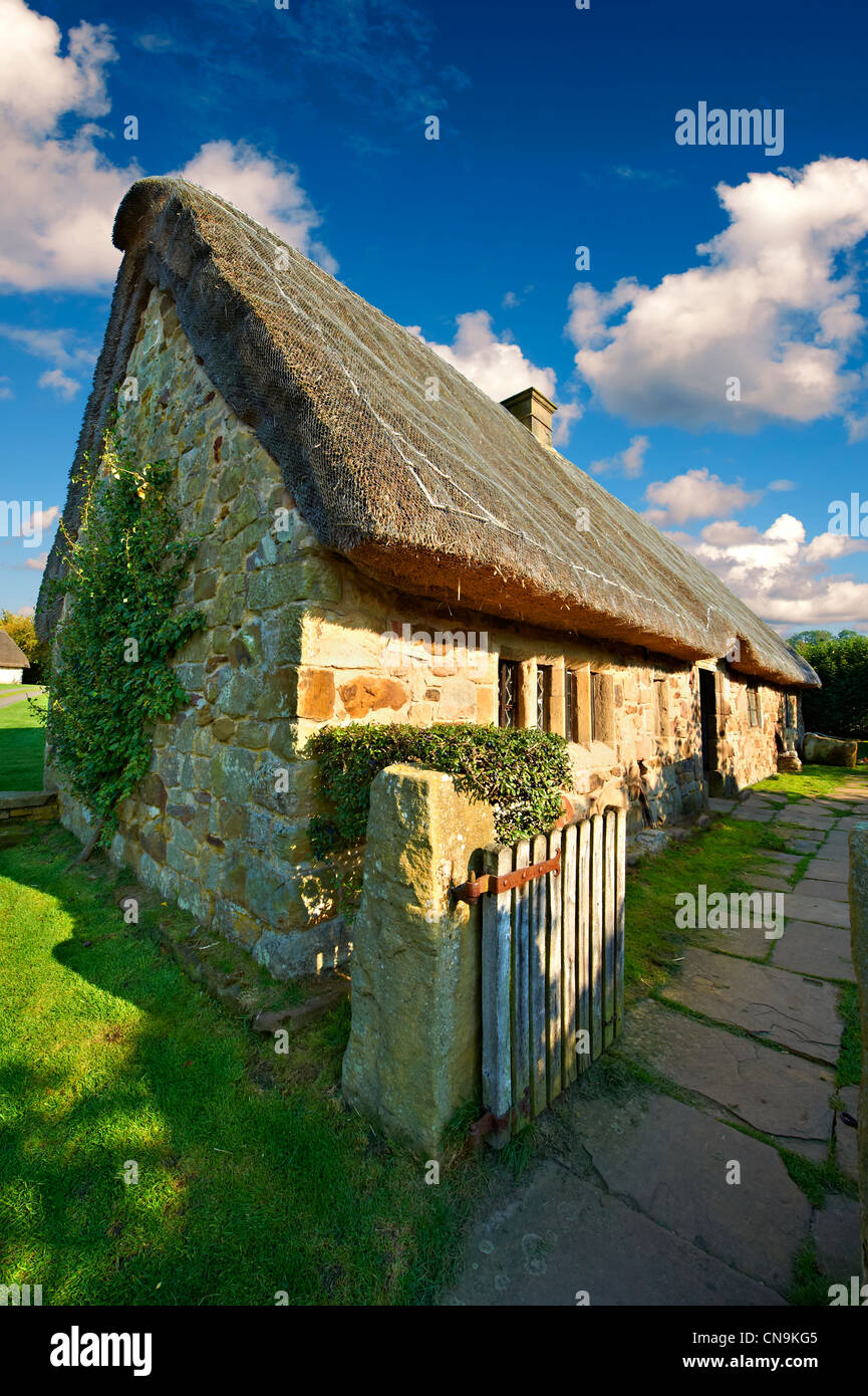 Stage End, Danby, medieval thatched Long House ( 1500's ) , Ryedale Folk Museum, Hutton Le Hole Yorkshire - Stock Image