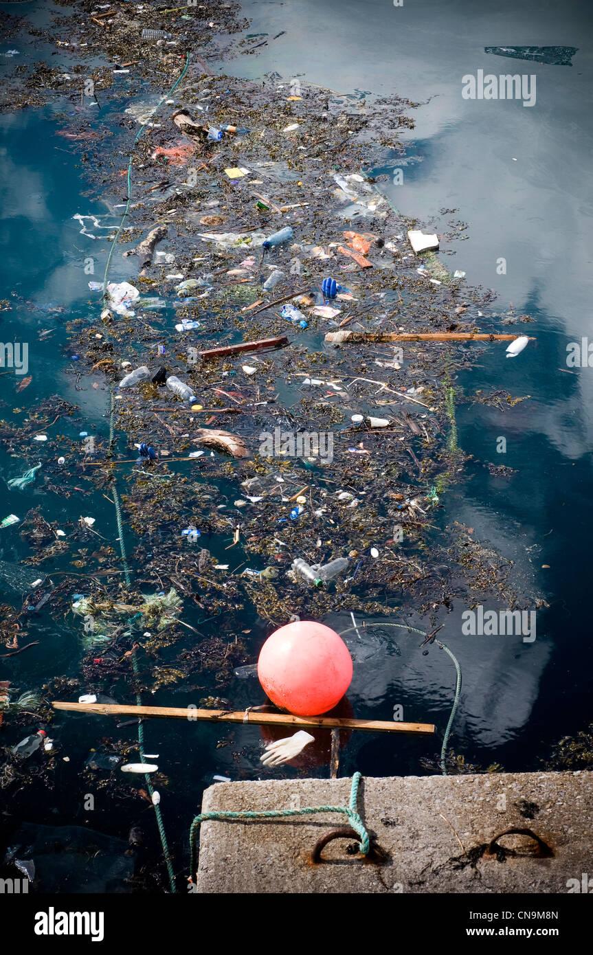sea trash,water pollution - Stock Image