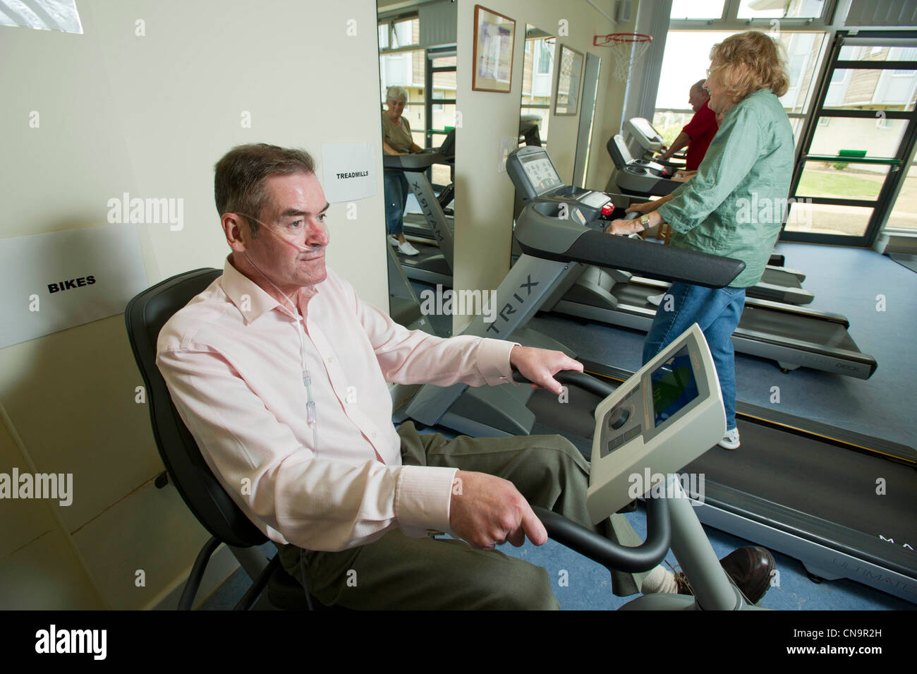 An ex-miner suffering from pneumoconiosis exercising at the Breathing Centre, Rotherham - Stock Image