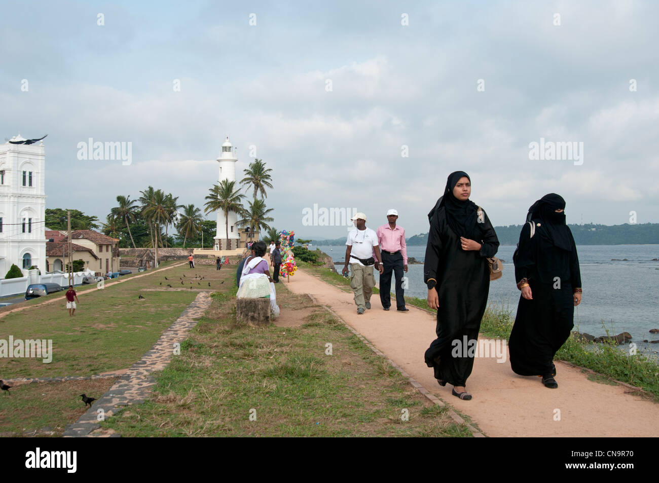 Families take in the early evening air on the ramparts of the Galle Fort Sri Lanka - Stock Image
