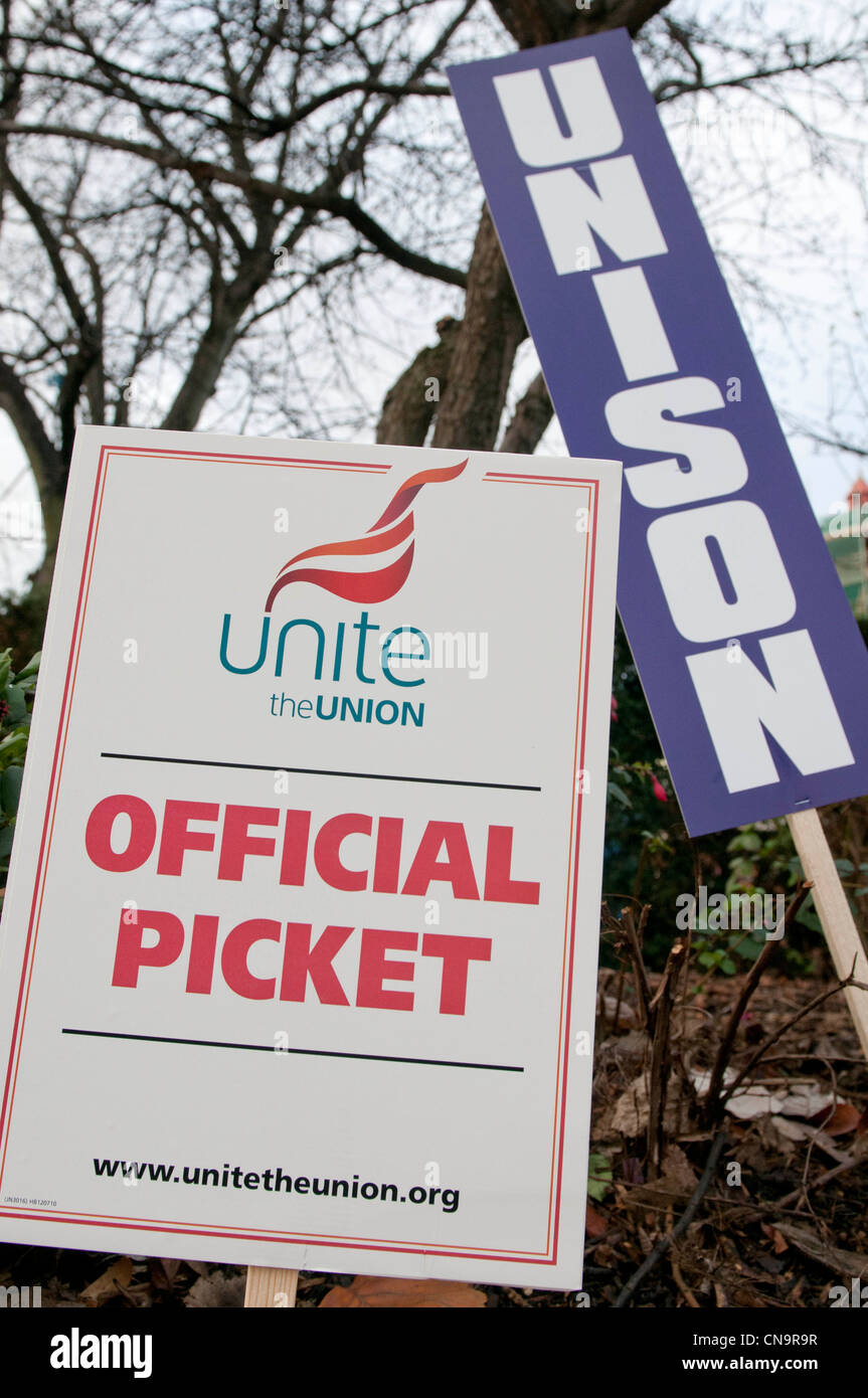 Unite and Unison Pickets during the N30 day of action, Leeds - Stock Image