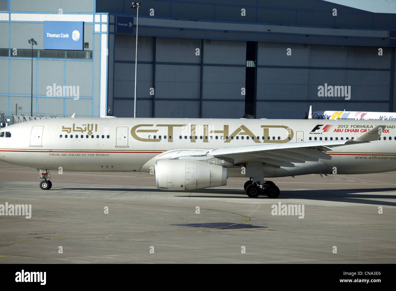 ETIHAD AIRCRAFT MANCHESTER AIRPORT TERMINAL 1 26 March 2012 - Stock Image