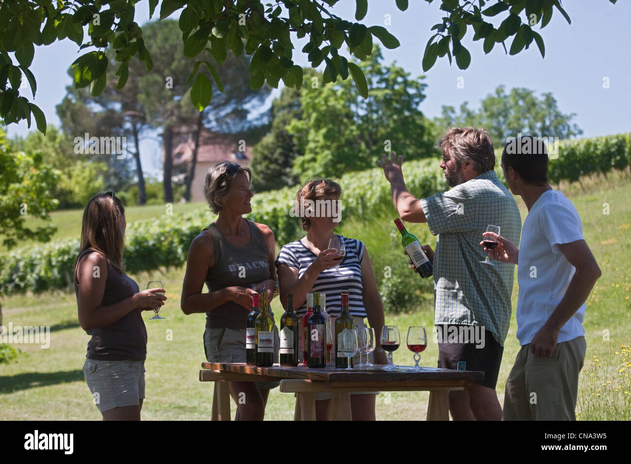 France, Lot, Parnac, tasting at the property with the winemaker Bernard Bouyssou, Chateau Armandie re AOC Cahors - Stock Image