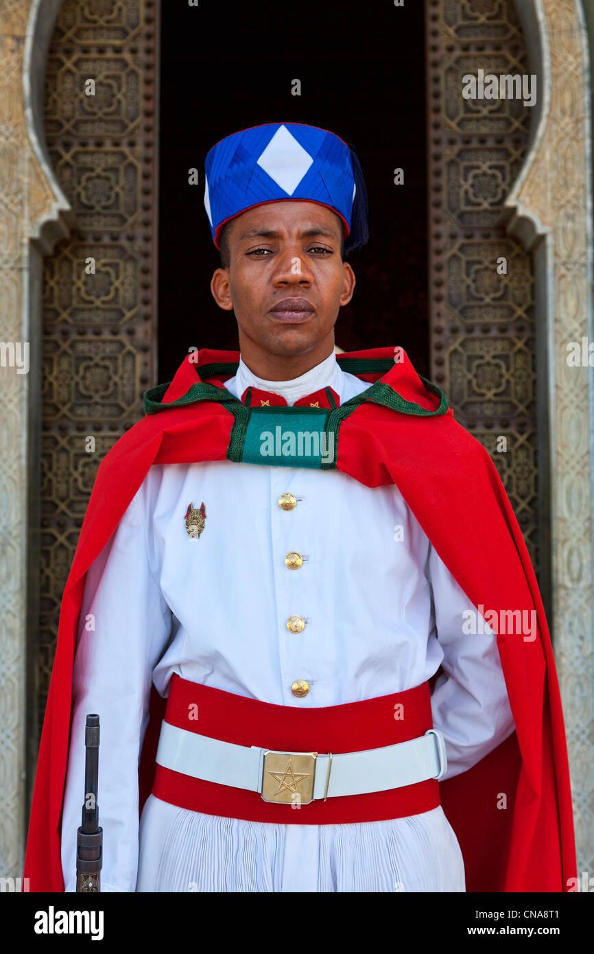 Morocco, Rabat, royal guard at Mohamed V mausoleum - Stock Image