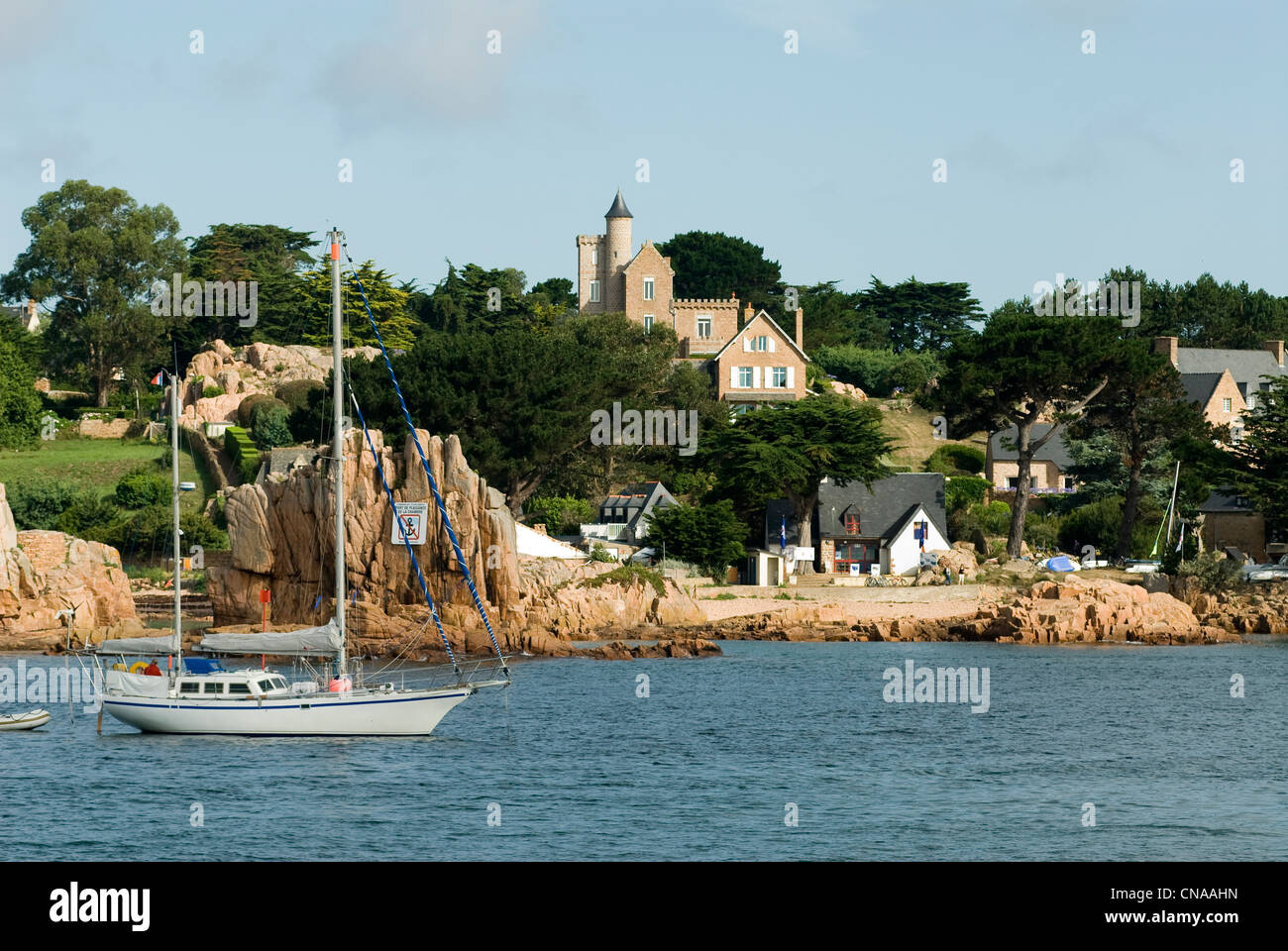 France, Cotes d'Armor, Brehat island, boat anchored off the beach of Rosedo - Stock Image