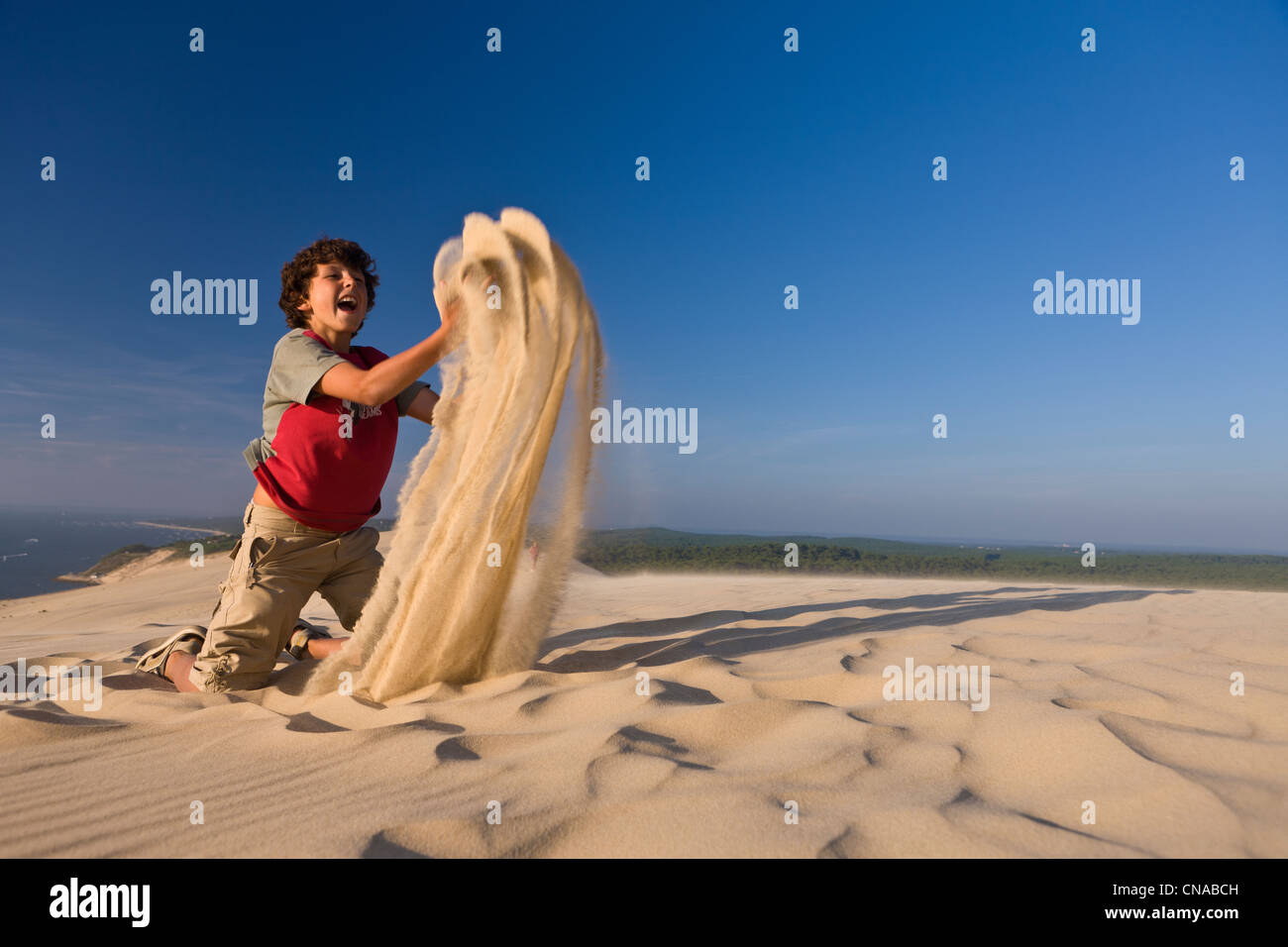 France, Gironde, Bassin d'Arcachon, La Teste de Buch, Dune du Pyla (the Great Dune of Pyla), playing with sand - Stock Image