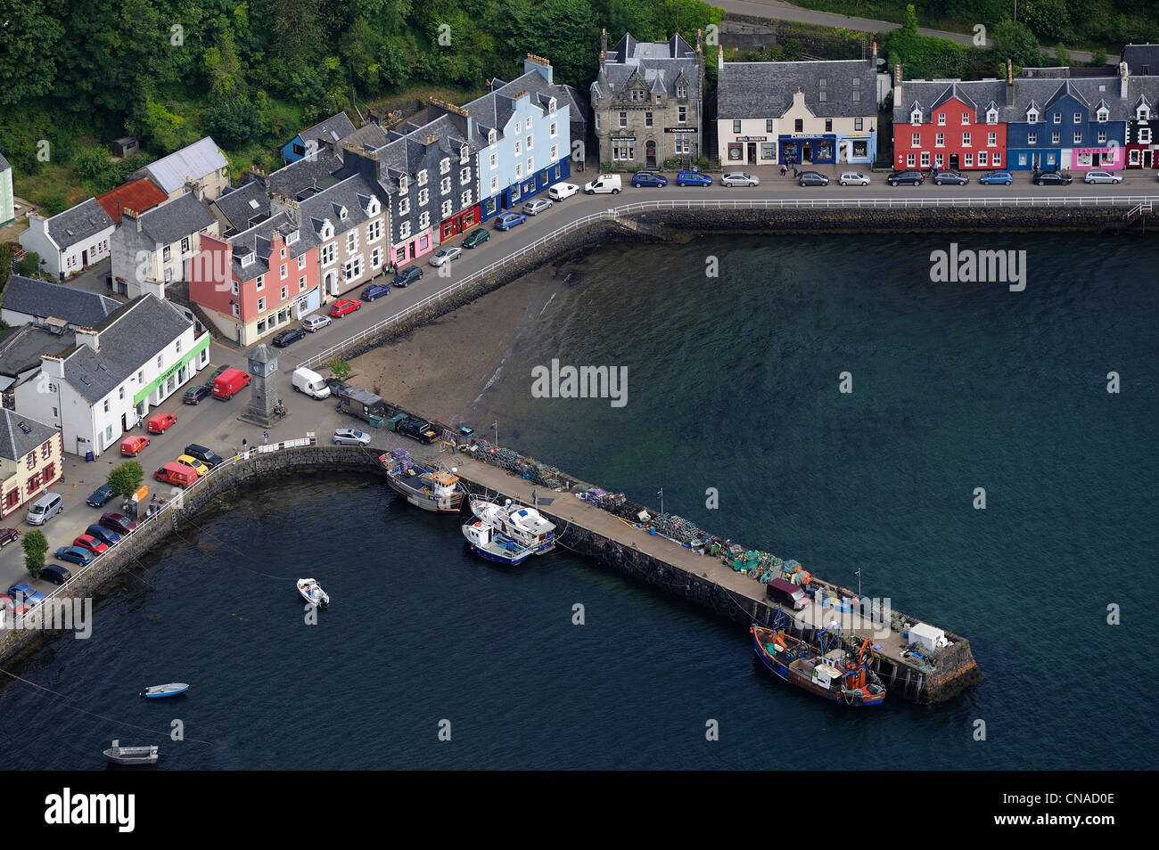 United Kingdom, Scotland, Highland, Inner Hebrides, Isle of Mull, the main town Tobermory and its harbour (aerial - Stock Image