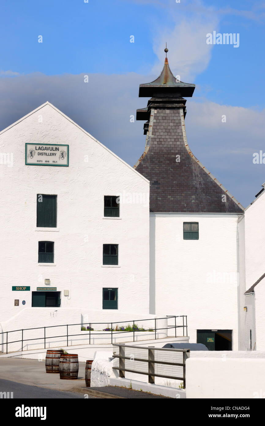 United Kingdom, Scotland, Inner Hebrides, Islay Island, Port Ellen, Lagavulin Scotch whisky distillery - Stock Image
