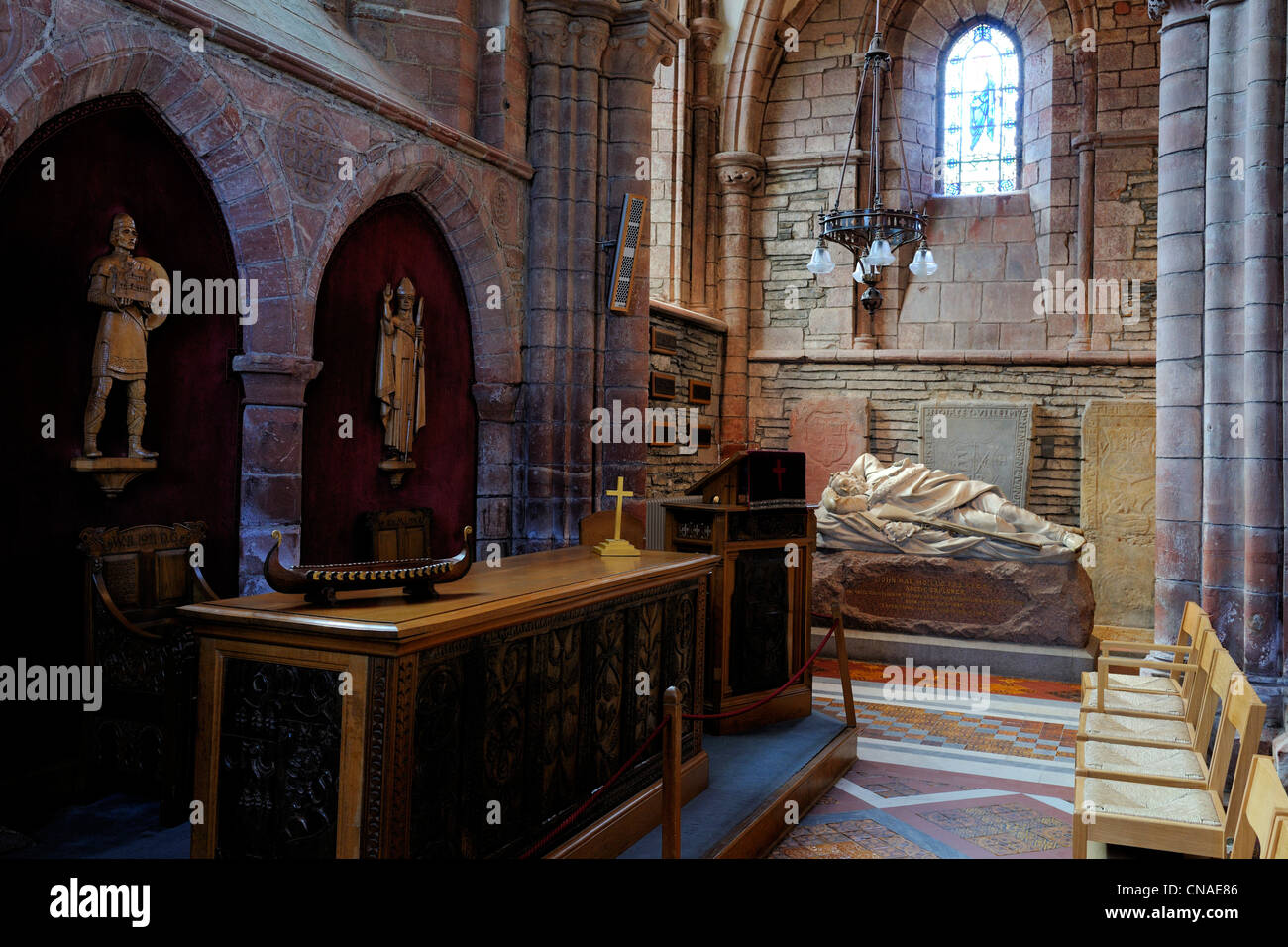 United Kingdom, Scotland, Orkney Islands, Mainland, town of Kirkwall, Saint-Magnus cathedral, altar with a longship - Stock Image