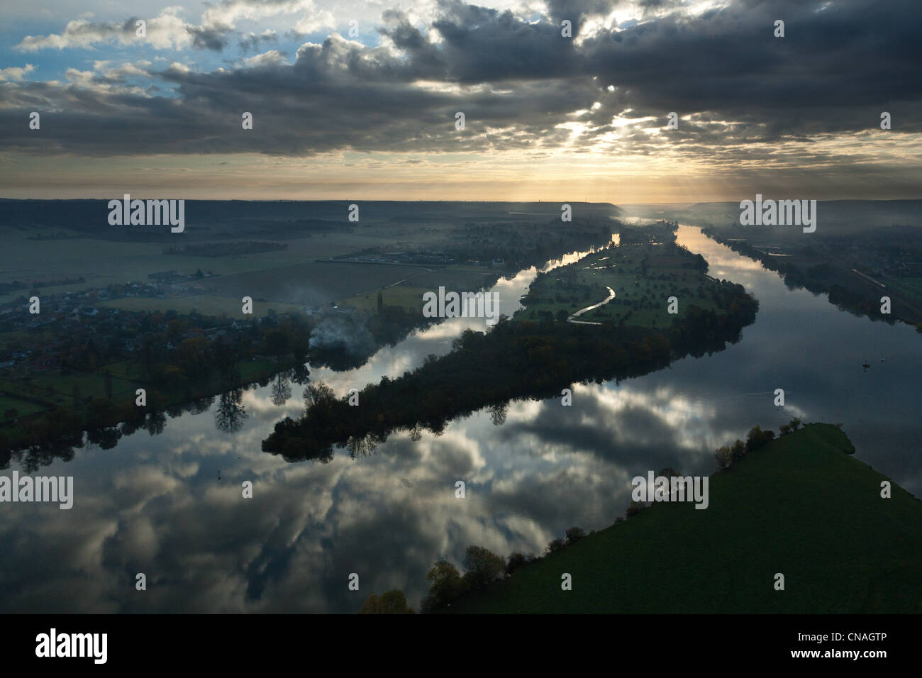 France, Eure, Vernon, sunrise of the Seine (vue aerienne) - Stock Image