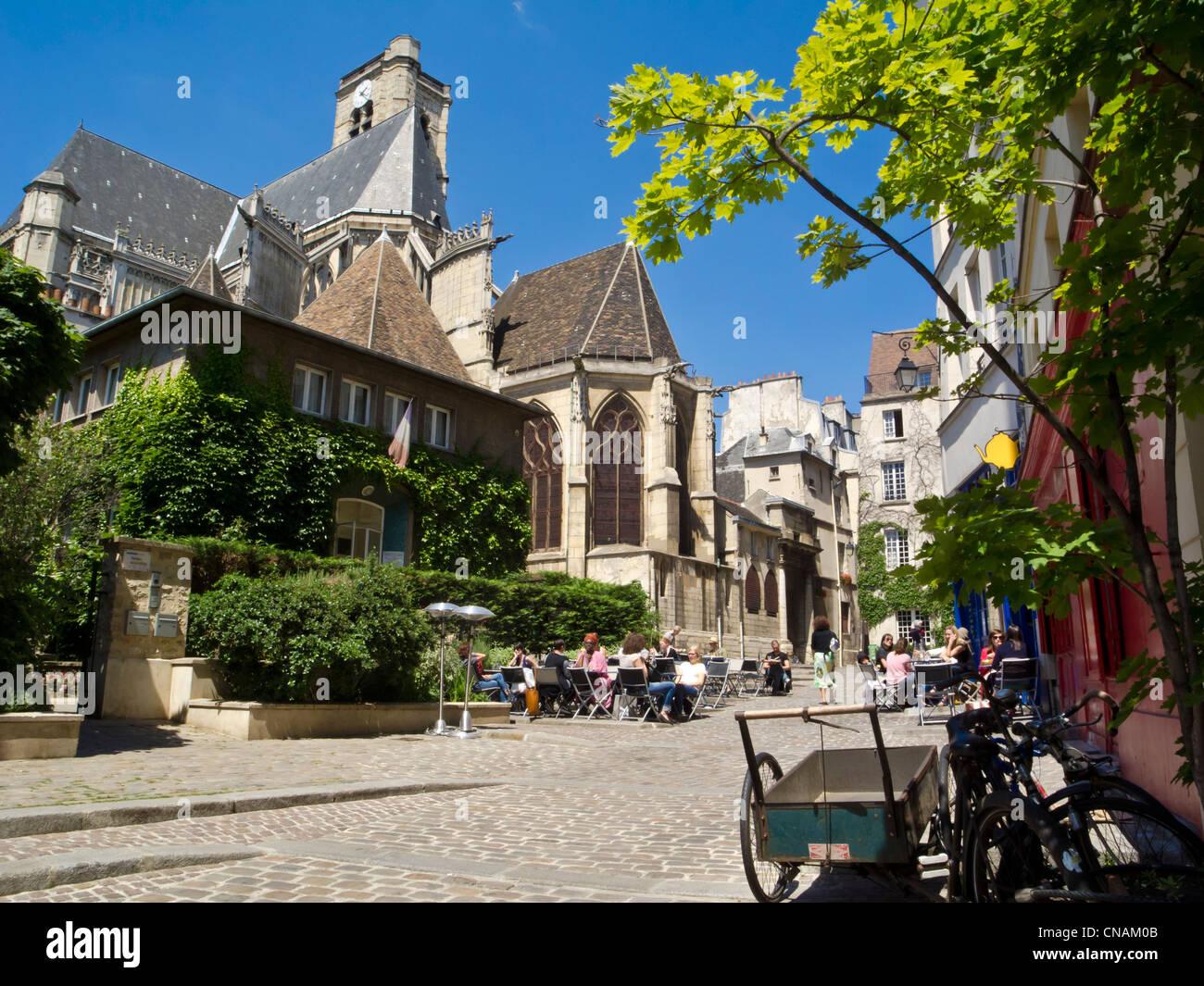 France, Paris, the Marais district, Rue des Barres (Barres street), cafe terrace - Stock Image