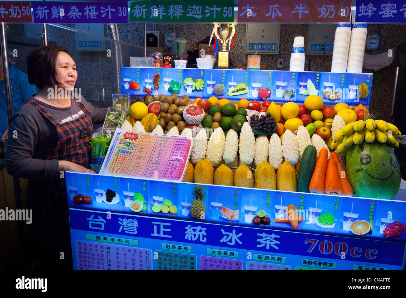 Fruit and vegetable stall Shilin Night Market Taipei Taiwan. JMH5992 - Stock Image