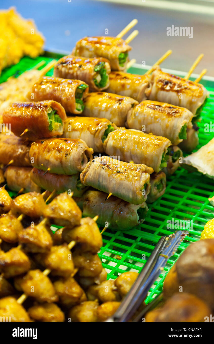 Food snacks on stall in Shilin Night Market Taipei Taiwan. JMH5994 - Stock Image