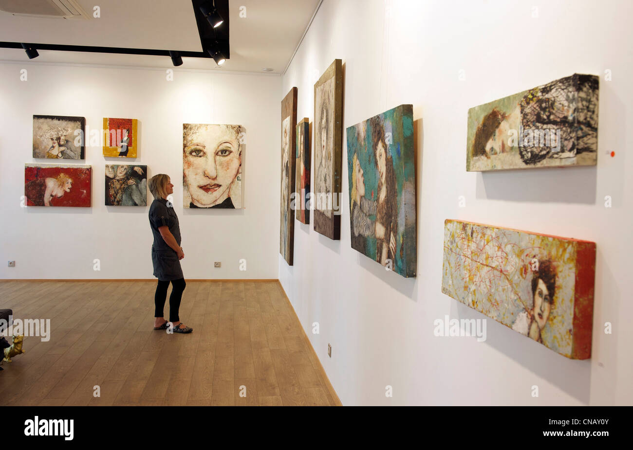 France, Haut Rhin, Mulhouse, art gallery Courant d'Art (exhibition of paintings by Marlis Albrecht), 10 Street - Stock Image