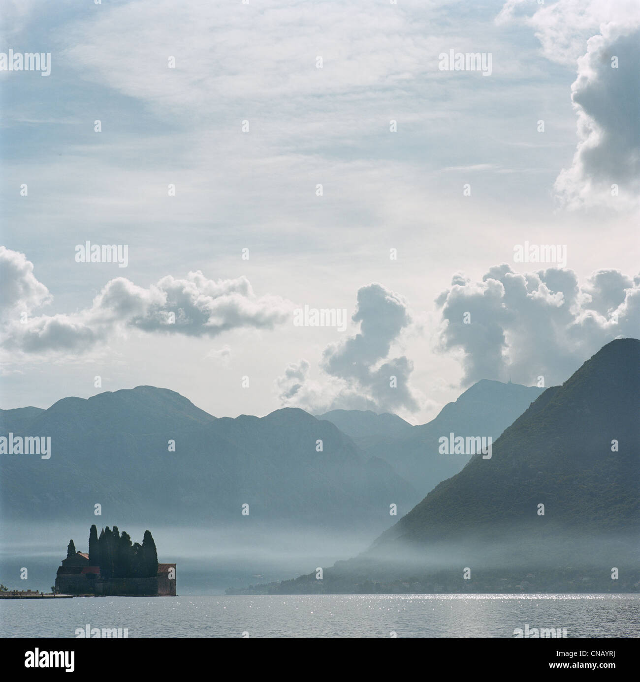 Castle and mountaintops on water - Stock Image