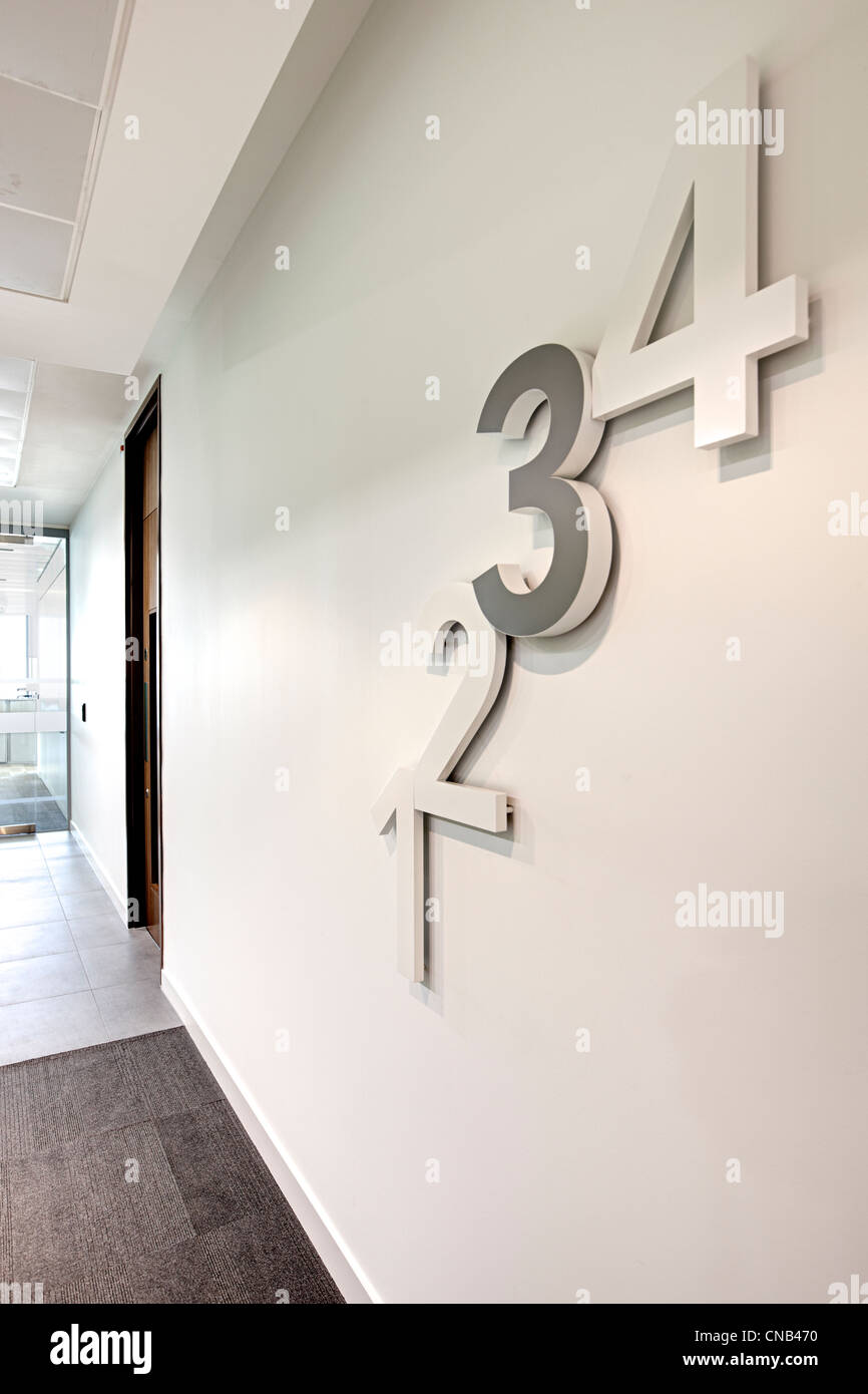 1 2 3 4 numbers wall floor level reception area - Stock Image
