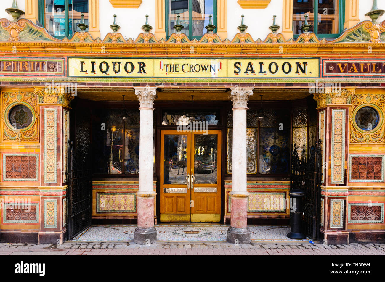 The Crown Bar, Belfast, one of the most famous bars in the world.  Owned by the National Trust. - Stock Image