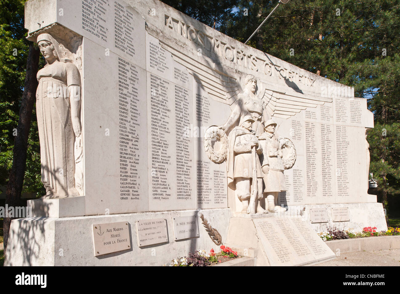 https://c8.alamy.com/comp/CNBFME/france-isere-voiron-the-city-garden-the-war-memorial-by-the-sculptor-CNBFME.jpg