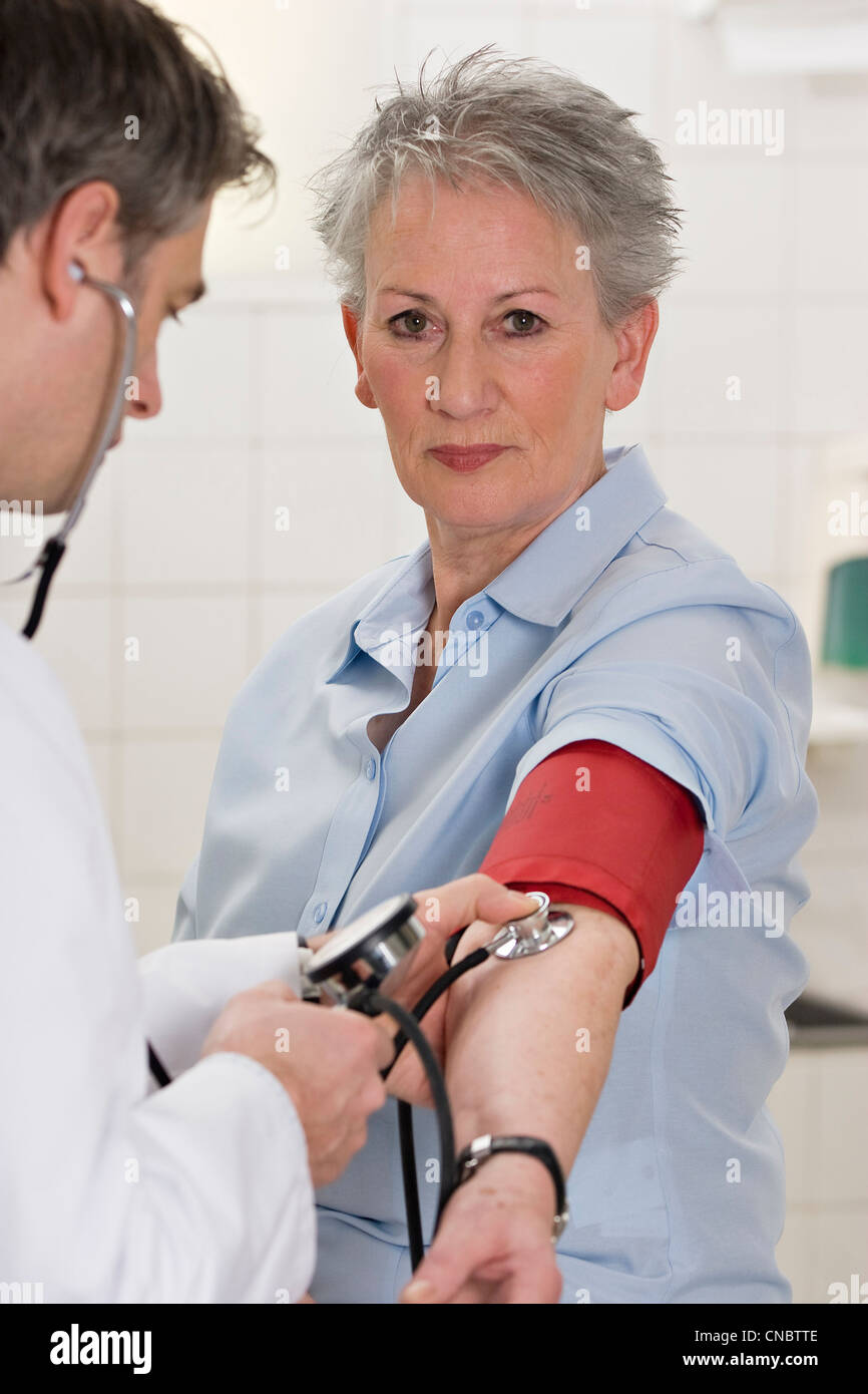 Doctor checking blood pressure - Stock Image