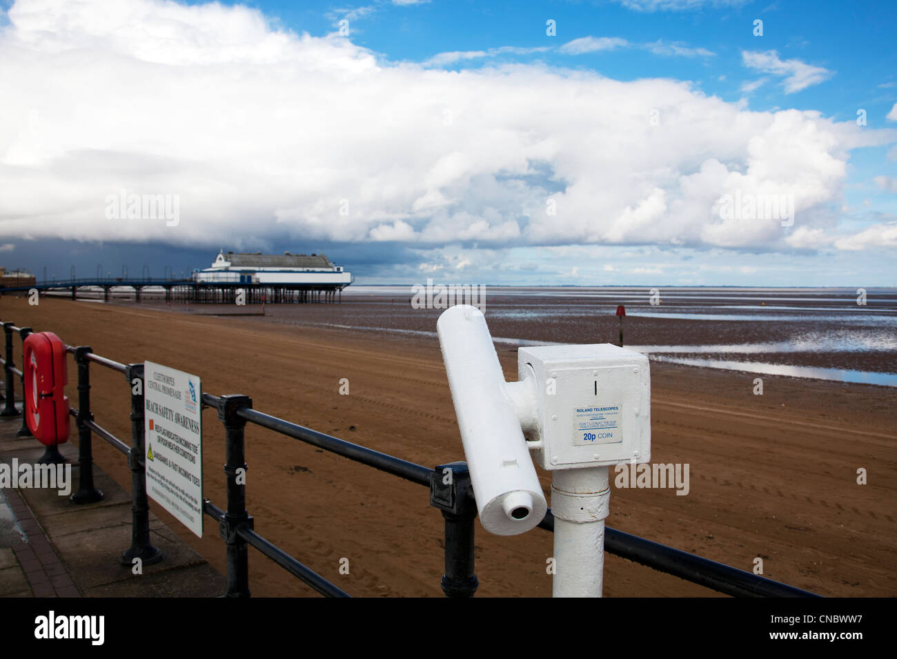 Cleethorpes, Lincolnshire, Pier a traditional victorian pier which is now a nightclub & restaurant viewing telescope - Stock Image