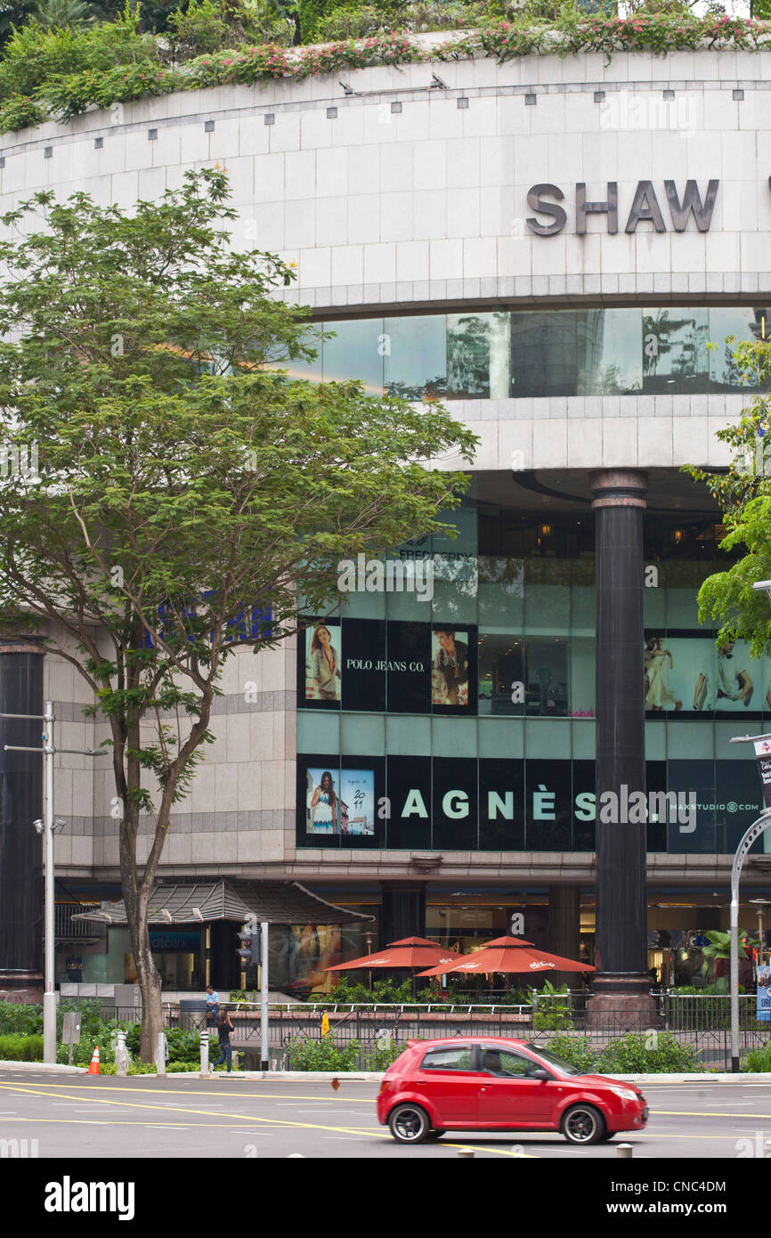 Singapore, Scotts and Orchard Road's intersection, shopping mall Shaw House, opened in the 1990's - Stock Image