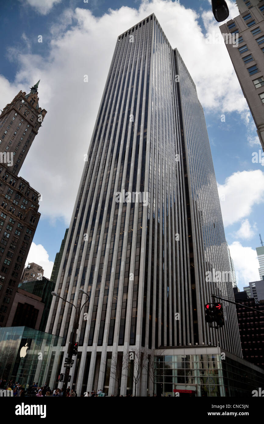 General Motors Building on Fifth Avenue in Manhattan, New York City - Stock Image