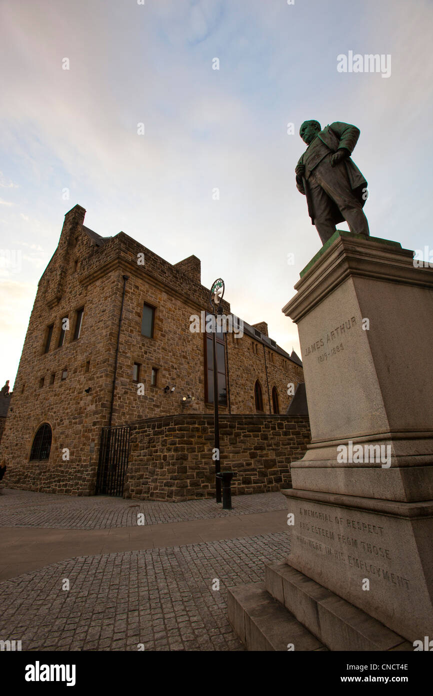 A statue of David Livingston in Cathedral square, Glasgow, Scotland. - Stock Image
