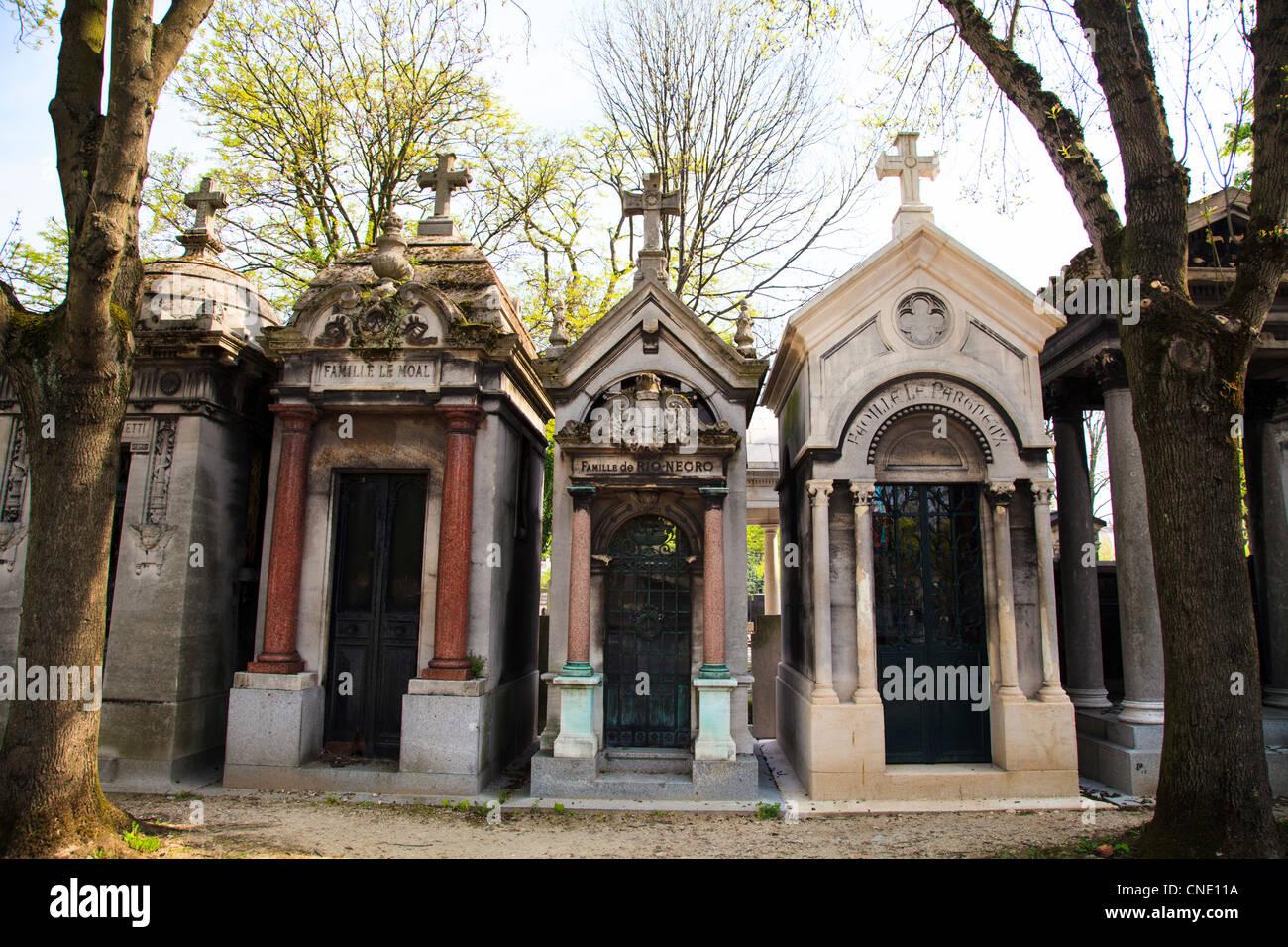 Graves in Père Lachaise Cemetery, Paris - Stock Image