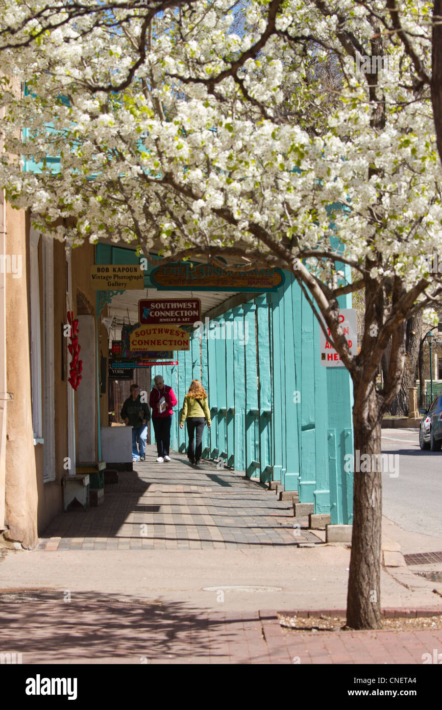 Palace Avenue, Santa Fe, New Mexico. - Stock Image